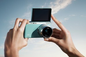 aluvimoto-Samsung-SMART-NX-mini-selfie-700x466