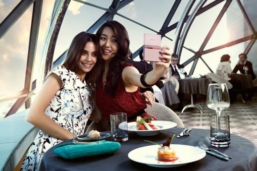 aluvimoto-Samsung-SMART-NX-mini-wink-shot-700x466
