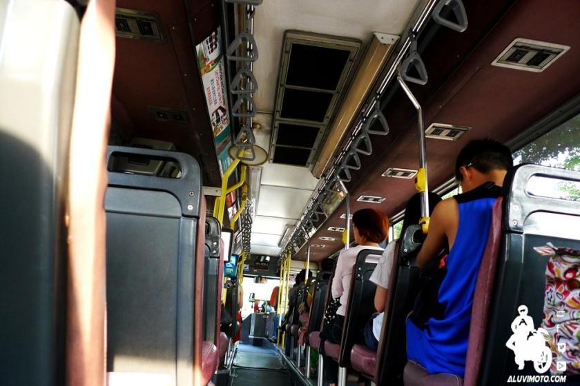 aluvimoto bus singapura interior
