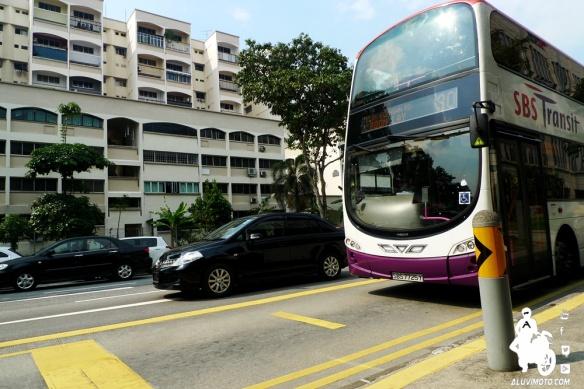aluvimoto bus singapura volvo