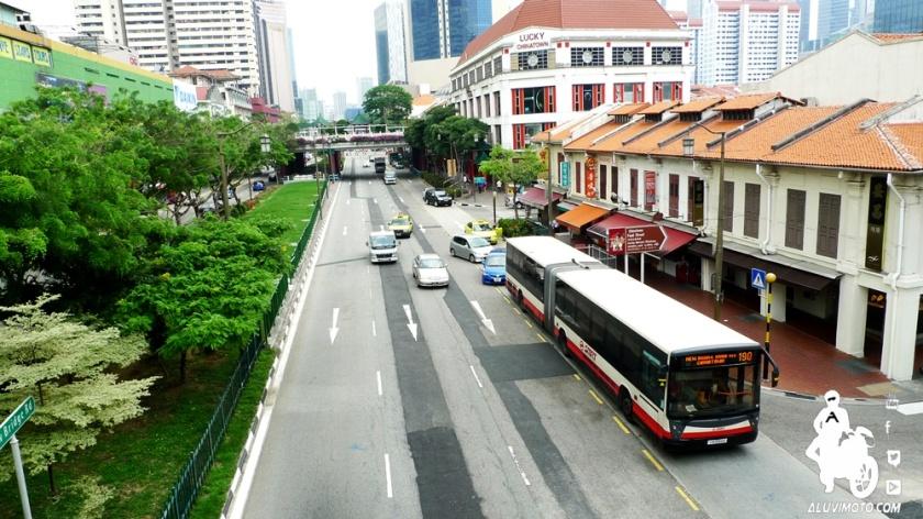 aluvimoto bus singapura