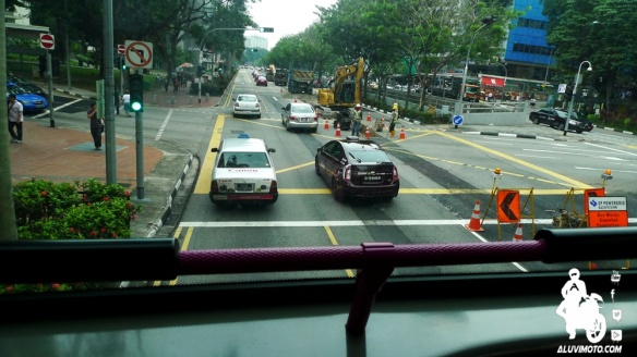 aluvimoto bus tingkat singapura
