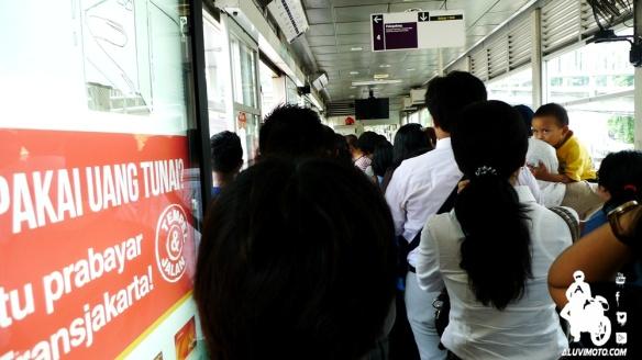 crowded rush hour trans jakarta aluvimoto
