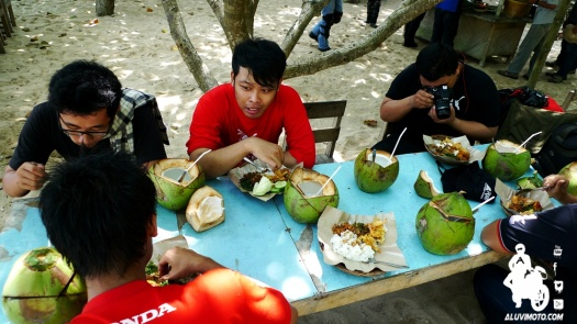 koboys goes to pacitan pantai sundak makan makan aluvimoto