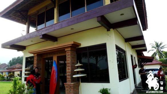 koboys goes to pacitan pantai teleng ria surfing bay cottege aluvimoto