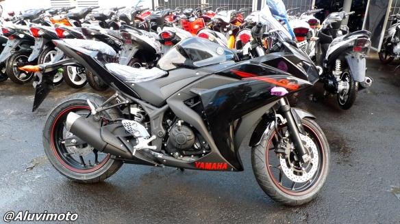 aluvimoto yamaha r25 hitam
