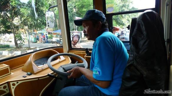 bus bandros driver aluvimoto