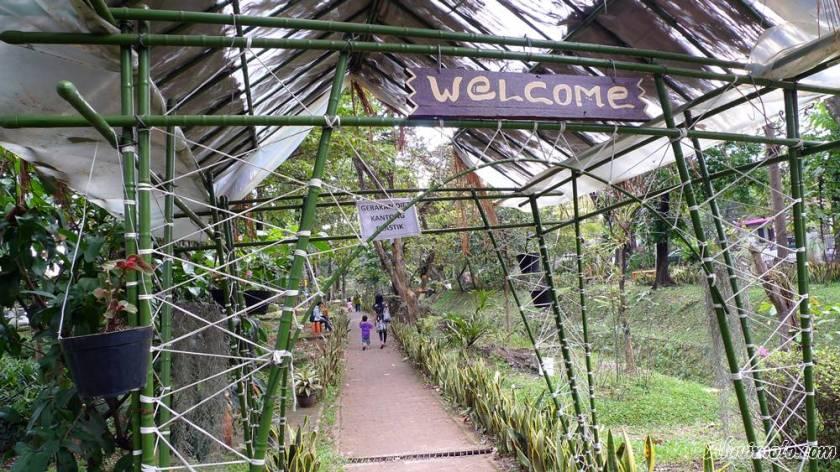 pintu masuk taman bunga kandaga puspa aluvimoto