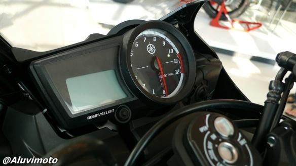 speedometer r15 aluvimoto