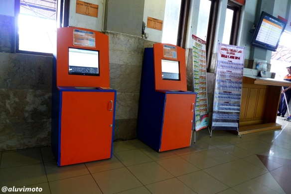 self ticketing stasiun tugu kereta api luvimoto