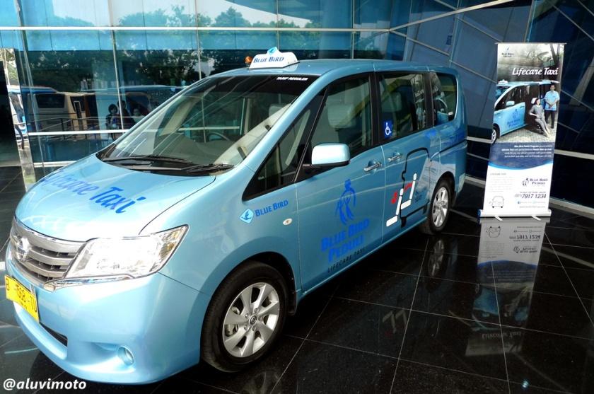 aluvimoto bluebird lifecare taxi nissan serena slide up seat
