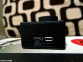 Port micro SD, mini HDMI & micro USB sama kaya colokan BB/Android. (samping kiri SJCAM SJ4000 WIFI)