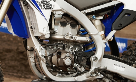 2014_yz250f_off-road_reversed-engine-head